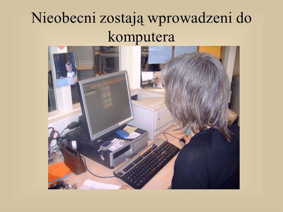 Nieobecni zostają wprowadzeni do komputera