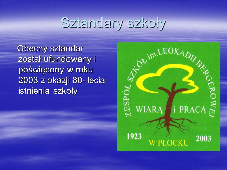 Sztandary szkoły Obecny sztandar został ufundowany i poświęcony w roku 2003 z okazji 80- lecia istnienia szkoły Obecny sztandar został ufundowany i po