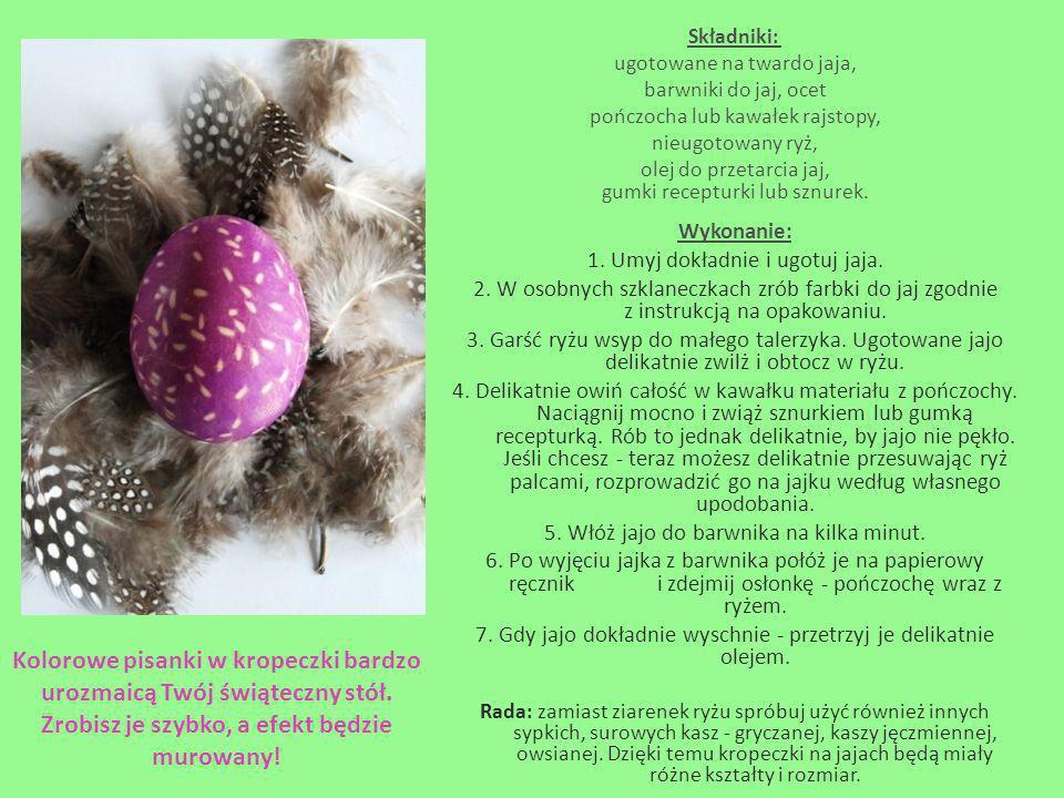 Składniki: ugotowane na twardo jaja, barwniki do jaj, ocet pończocha lub kawałek rajstopy, nieugotowany ryż, olej do przetarcia jaj, gumki recepturki