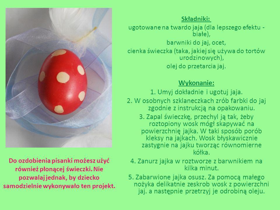 Składniki: ugotowane na twardo jaja (dla lepszego efektu - białe), barwniki do jaj, ocet, cienka świeczka (taka, jakiej się używa do tortów urodzinowy