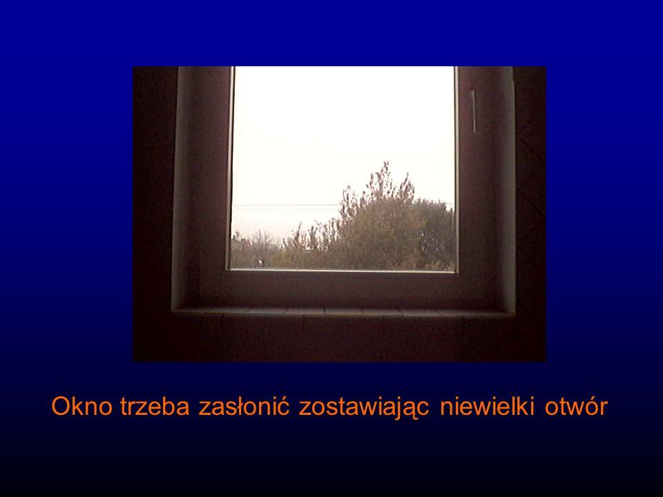 Okno trzeba zasłonić zostawiając niewielki otwór