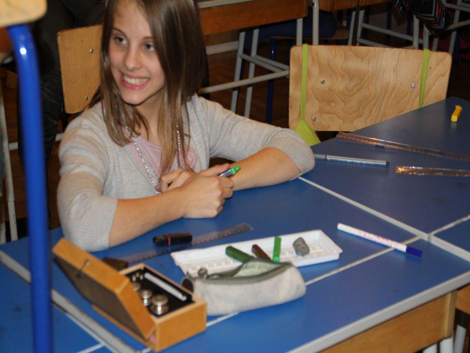 W pierwszym roku uczniowie nabywają umiejętności eksperymentowania, badania (wykonują eksperymenty wg instrukcji).