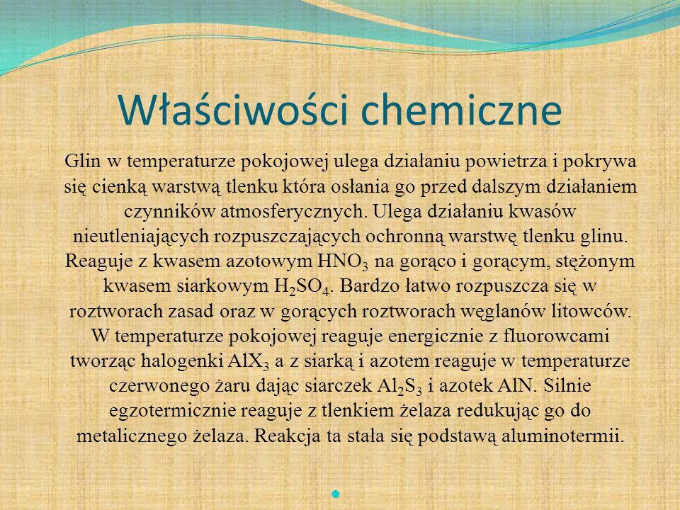 Właściwości chemiczne Glin w temperaturze pokojowej ulega działaniu powietrza i pokrywa się cienką warstwą tlenku która osłania go przed dalszym dział