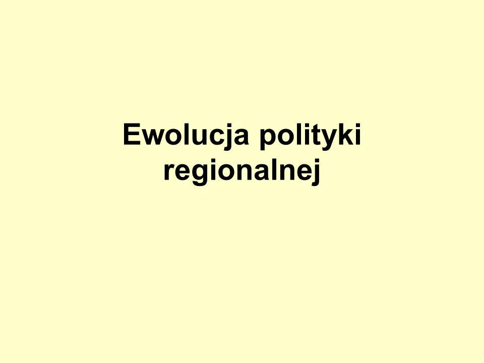 Rok 1957 Raport Paul-Henri Spaaka Wprowadzenie normalnych warunków konkurencji przez zniesienie protekcjonizmu i barier celnych Ustalenie zasad i procedur polityki konkurencji Powiększanie zasobów poprzez waloryzację regionów opóźnionych w rozwoju i wykorzystanie pozostającej bez pracy siły roboczej Kompletne zignorowanie trzeciego aspektu (reakcja Włoch – specjalny protokół - własna pomoc dla Mezzogiorno)
