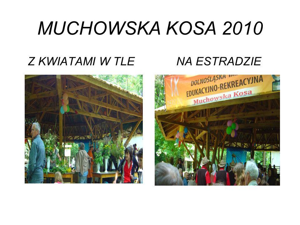 MUCHOWSKA KOSA 2010 Z KWIATAMI W TLENA ESTRADZIE