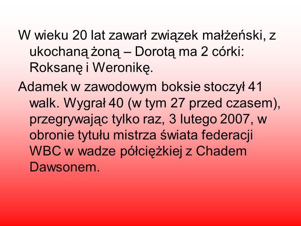 W wieku 20 lat zawarł związek małżeński, z ukochaną żoną – Dorotą ma 2 córki: Roksanę i Weronikę. Adamek w zawodowym boksie stoczył 41 walk. Wygrał 40