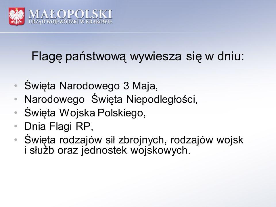Flagę państwową wywiesza się w dniu: Święta Narodowego 3 Maja, Narodowego Święta Niepodległości, Święta Wojska Polskiego, Dnia Flagi RP, Święta rodzaj