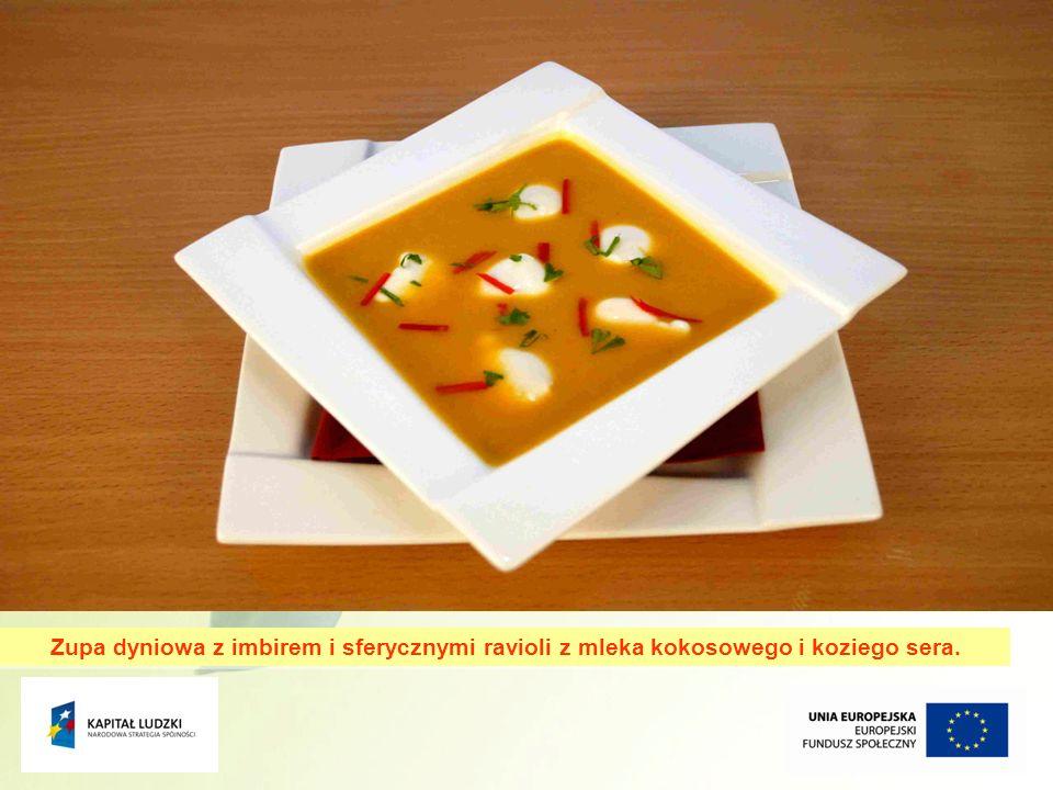 12 Zupa dyniowa z imbirem i sferycznymi ravioli z mleka kokosowego i koziego sera.