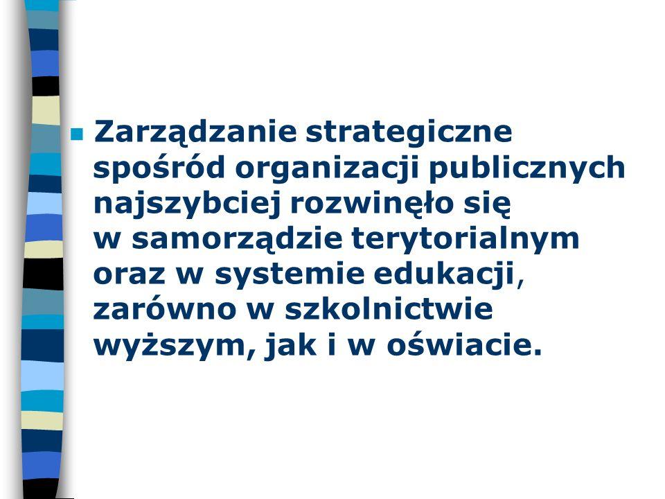 n Zarządzanie strategiczne spośród organizacji publicznych najszybciej rozwinęło się w samorządzie terytorialnym oraz w systemie edukacji, zarówno w s