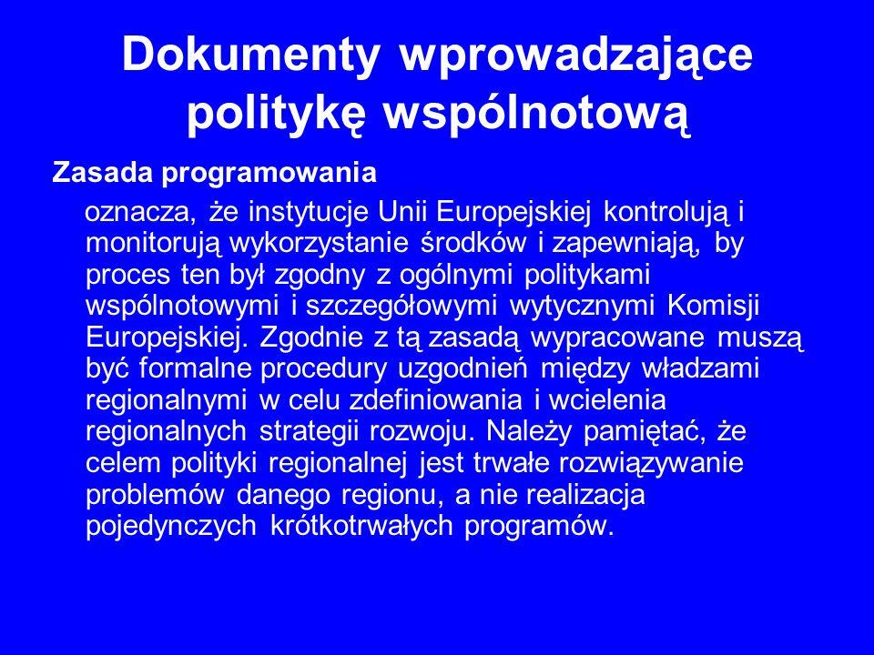 Zasada programowania oznacza, że instytucje Unii Europejskiej kontrolują i monitorują wykorzystanie środków i zapewniają, by proces ten był zgodny z ogólnymi politykami wspólnotowymi i szczegółowymi wytycznymi Komisji Europejskiej.