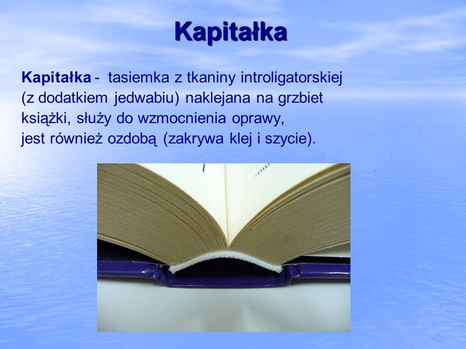 Kapitałka Kapitałka - tasiemka z tkaniny introligatorskiej (z dodatkiem jedwabiu) naklejana na grzbiet książki, służy do wzmocnienia oprawy, jest równ