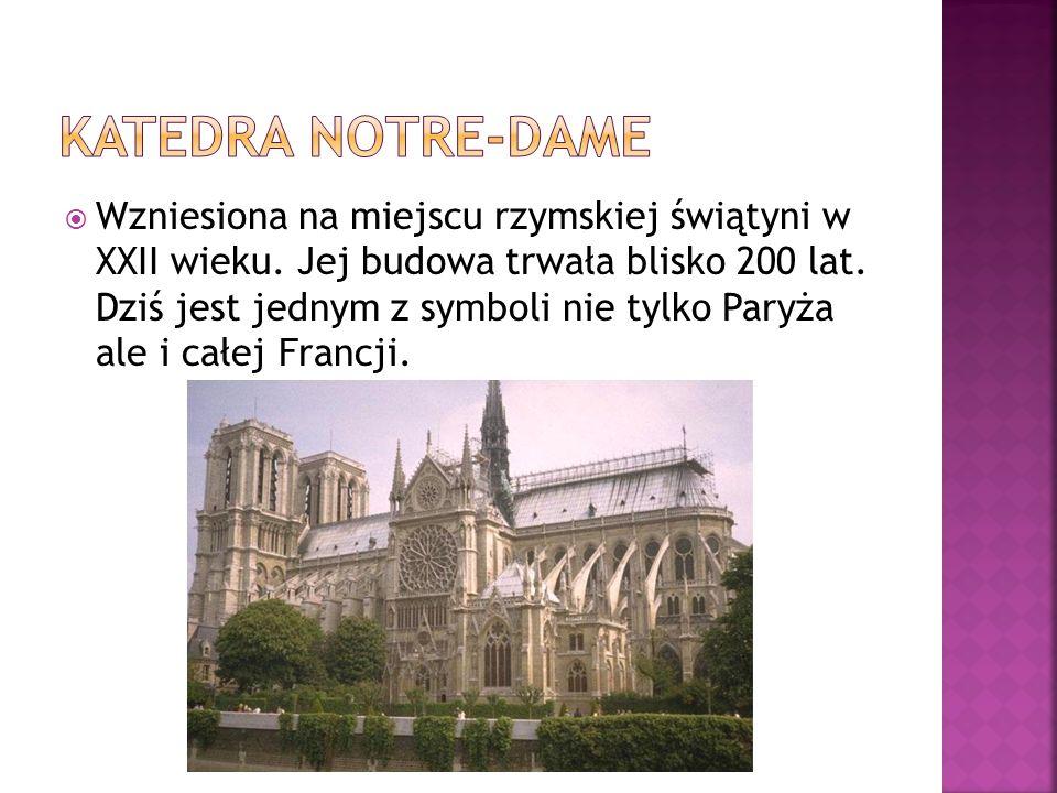 Wzniesiona na miejscu rzymskiej świątyni w XXII wieku. Jej budowa trwała blisko 200 lat. Dziś jest jednym z symboli nie tylko Paryża ale i całej Franc