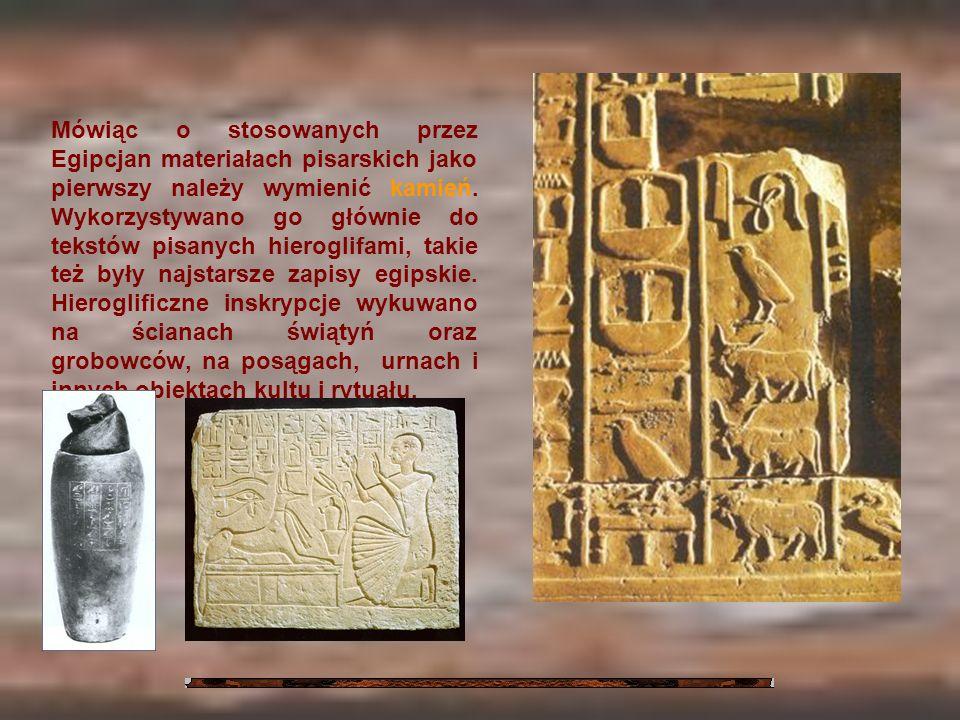 Mówiąc o stosowanych przez Egipcjan materiałach pisarskich jako pierwszy należy wymienić kamień. Wykorzystywano go głównie do tekstów pisanych hierogl