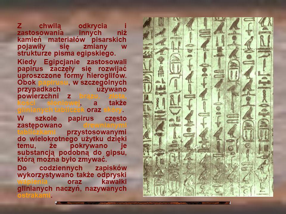 Z chwilą odkrycia i zastosowania innych niż kamień materiałów pisarskich pojawiły się zmiany w strukturze pisma egipskiego. Kiedy Egipcjanie zastosowa