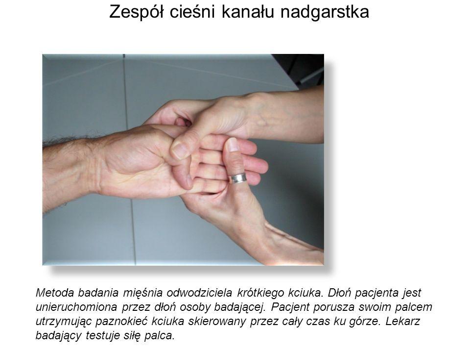 Metoda badania mięśnia odwodziciela krótkiego kciuka. Dłoń pacjenta jest unieruchomiona przez dłoń osoby badającej. Pacjent porusza swoim palcem utrzy