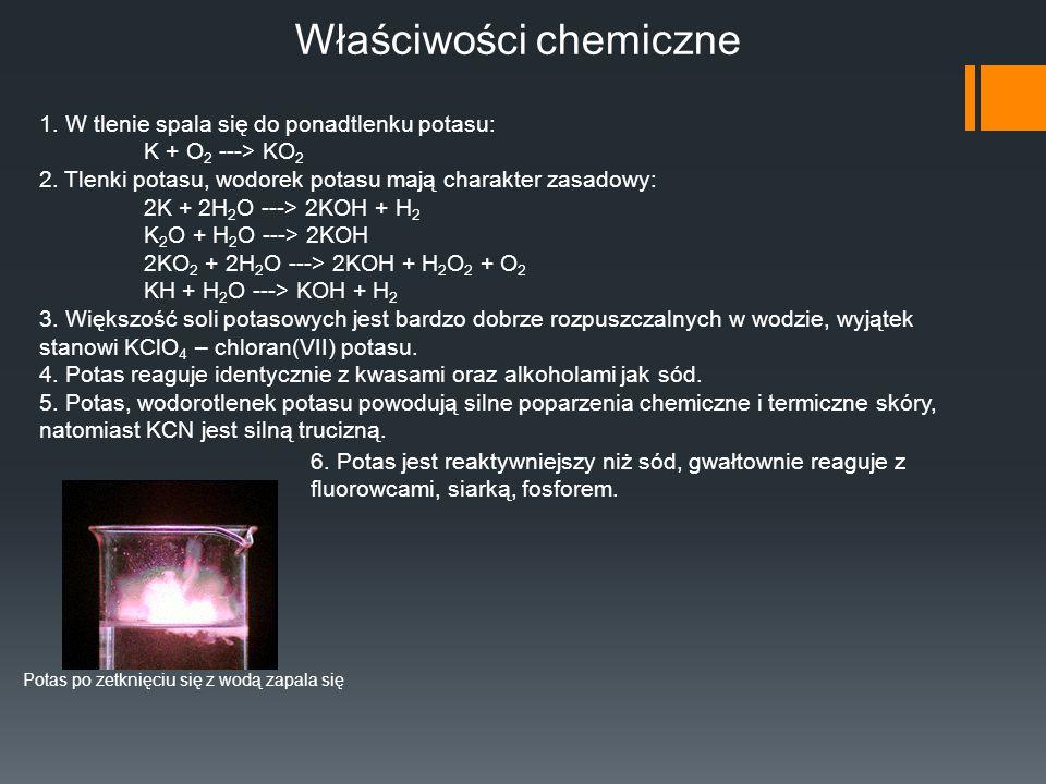 Właściwości chemiczne 1. W tlenie spala się do ponadtlenku potasu: K + O 2 ---> KO 2 2. Tlenki potasu, wodorek potasu mają charakter zasadowy: 2K + 2H