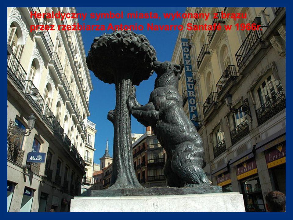 Heraldyczny symbol miasta, wykonany z brązu przez rzeźbiarza Antonio Navarro Santafé w 1966r.