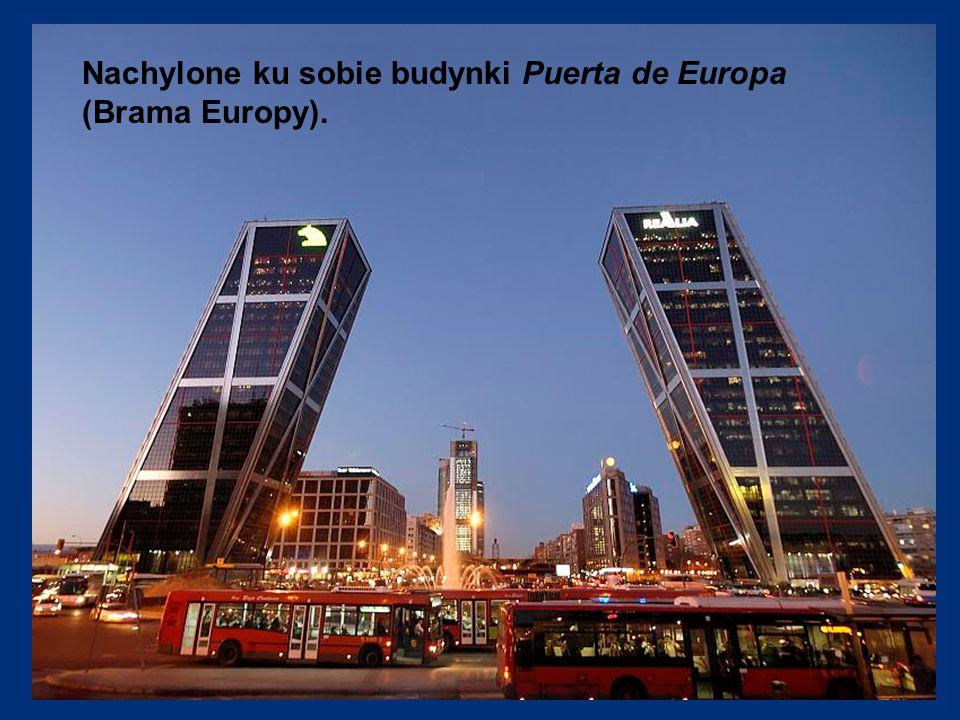 Nachylone ku sobie budynki Puerta de Europa (Brama Europy).