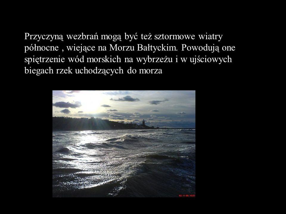 Przyczyną wezbrań mogą być też sztormowe wiatry północne, wiejące na Morzu Bałtyckim. Powodują one spiętrzenie wód morskich na wybrzeżu i w ujściowych