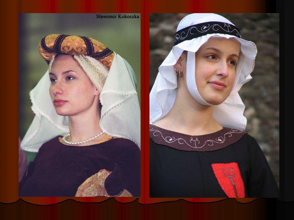 Obszerne proste kaptury były podstawowym elementem stroju rycerskiego - zdobione wycinanką na kołnierzu, występowały w stroju rycerskich giermków i młodych dworzan.