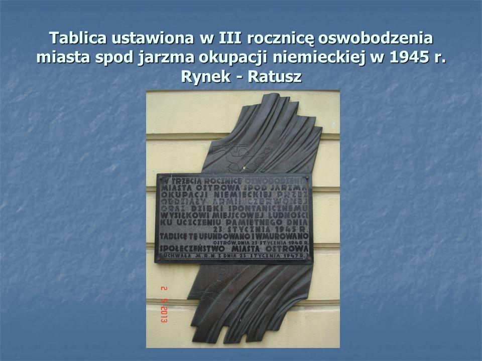 Tablica ustawiona w III rocznicę oswobodzenia miasta spod jarzma okupacji niemieckiej w 1945 r. Rynek - Ratusz
