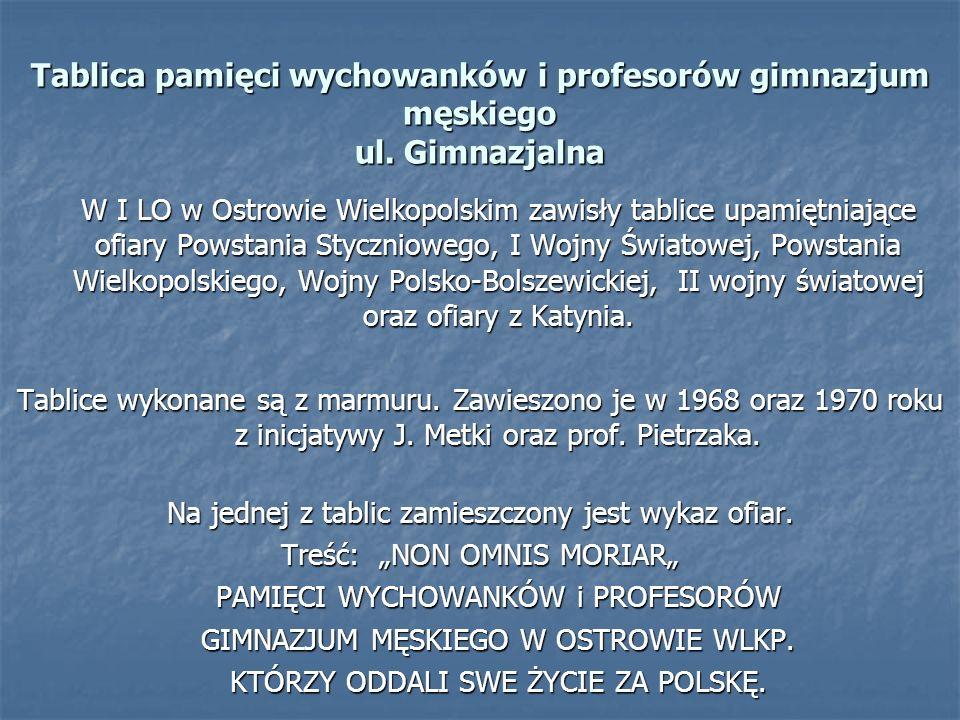 Tablica pamięci wychowanków i profesorów gimnazjum męskiego ul. Gimnazjalna W I LO w Ostrowie Wielkopolskim zawisły tablice upamiętniające ofiary Pows