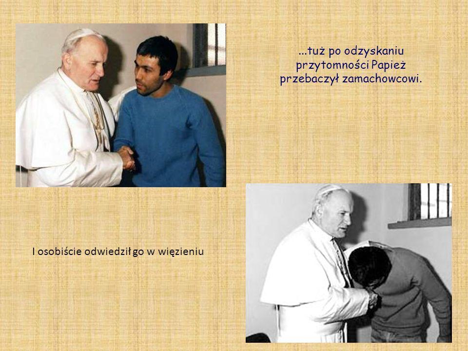 ...tuż po odzyskaniu przytomności Papież przebaczył zamachowcowi. I osobiście odwiedził go w więzieniu