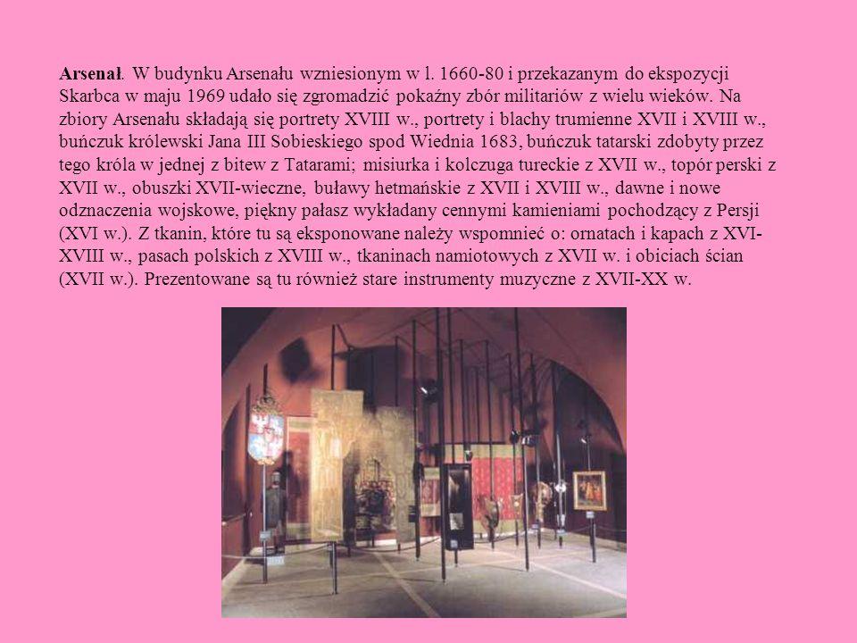 Arsenał. W budynku Arsenału wzniesionym w l. 1660-80 i przekazanym do ekspozycji Skarbca w maju 1969 udało się zgromadzić pokaźny zbór militariów z wi