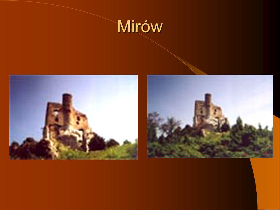 Na przeciwległych krańcach urwistego wału wśród wysokich i niedostępnych skał wznoszą się ruiny blizniaczych zamków w Mirowie i Bobolicach.