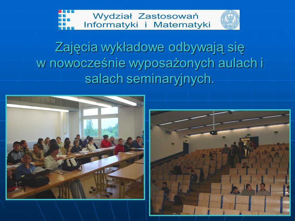 Zajęcia wykładowe odbywają się w nowocześnie wyposażonych aulach i salach seminaryjnych.