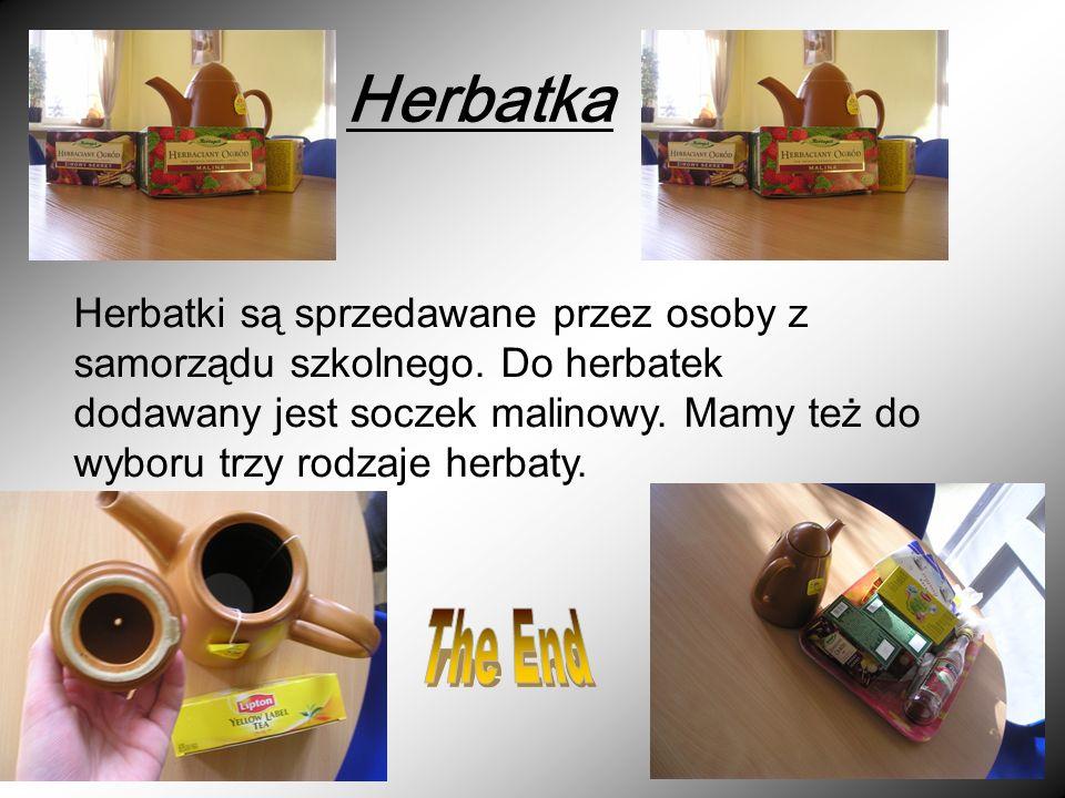 Herbatka Herbatki są sprzedawane przez osoby z samorządu szkolnego.