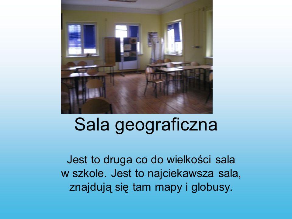 Sala geograficzna Jest to druga co do wielkości sala w szkole. Jest to najciekawsza sala, znajdują się tam mapy i globusy.