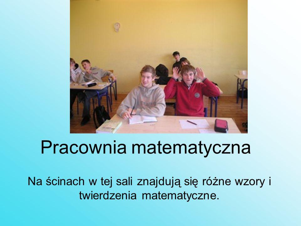 Pracownia matematyczna Na ścinach w tej sali znajdują się różne wzory i twierdzenia matematyczne.