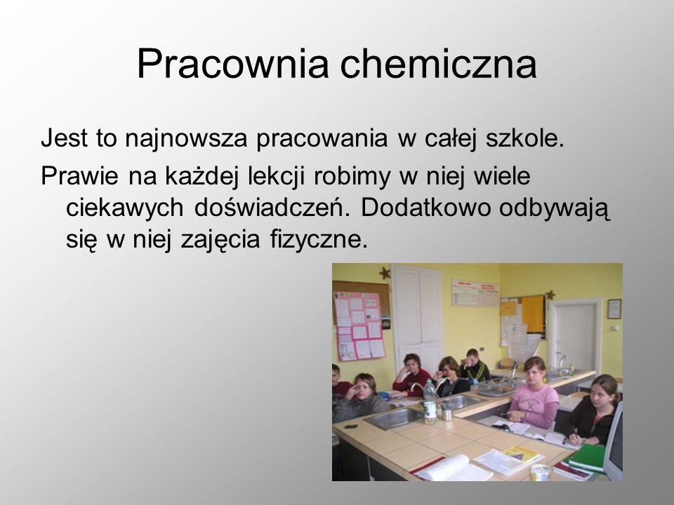 Pracownia chemiczna Jest to najnowsza pracowania w całej szkole. Prawie na każdej lekcji robimy w niej wiele ciekawych doświadczeń. Dodatkowo odbywają