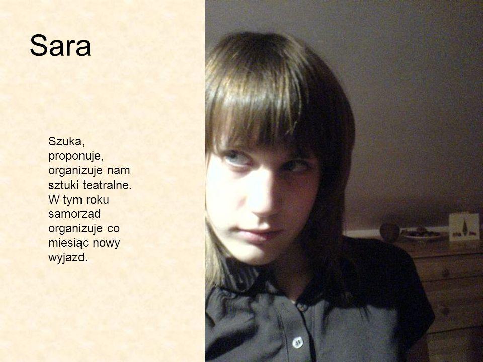 Sara Szuka, proponuje, organizuje nam sztuki teatralne.