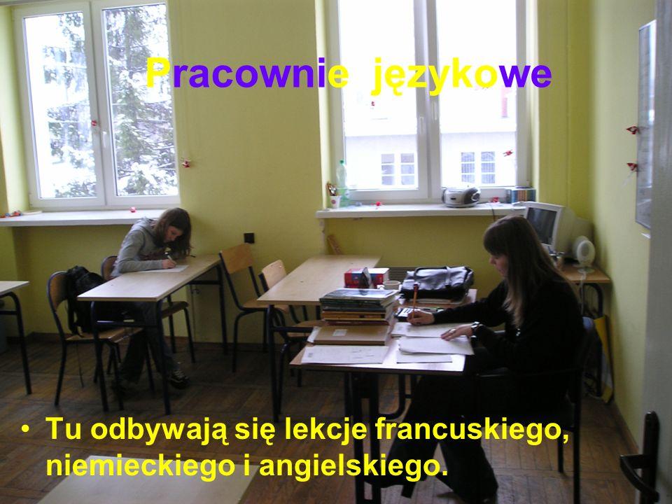 Pracownie językowe Tu odbywają się lekcje francuskiego, niemieckiego i angielskiego.