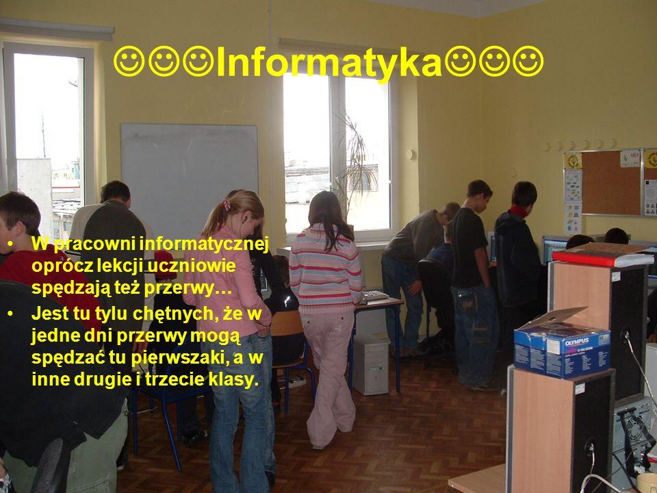Informatyka W pracowni informatycznej oprócz lekcji uczniowie spędzają też przerwy… Jest tu tylu chętnych, że w jedne dni przerwy mogą spędzać tu pier