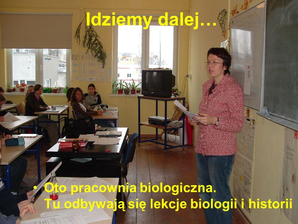 Idziemy dalej… Oto pracownia biologiczna. Tu odbywają się lekcje biologii i historii