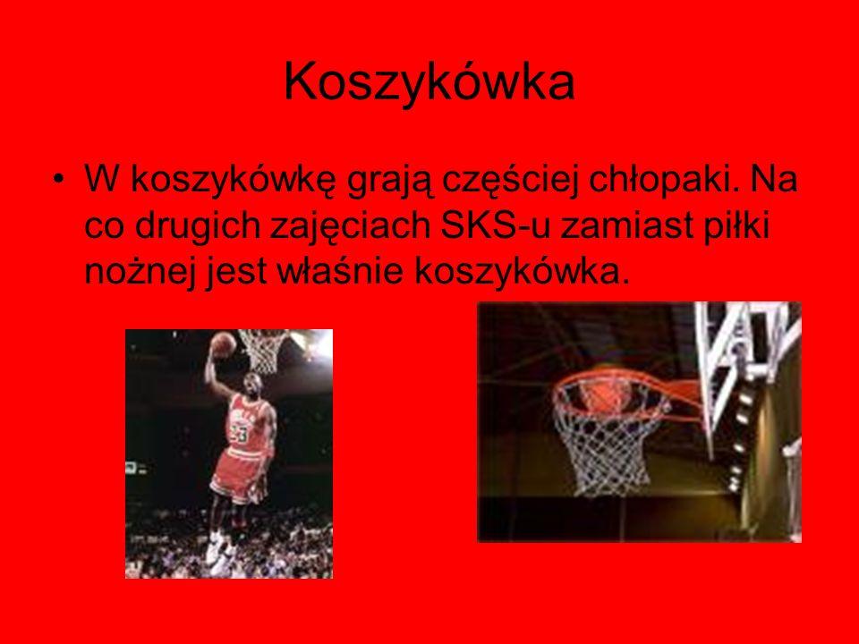 Koszykówka W koszykówkę grają częściej chłopaki. Na co drugich zajęciach SKS-u zamiast piłki nożnej jest właśnie koszykówka.