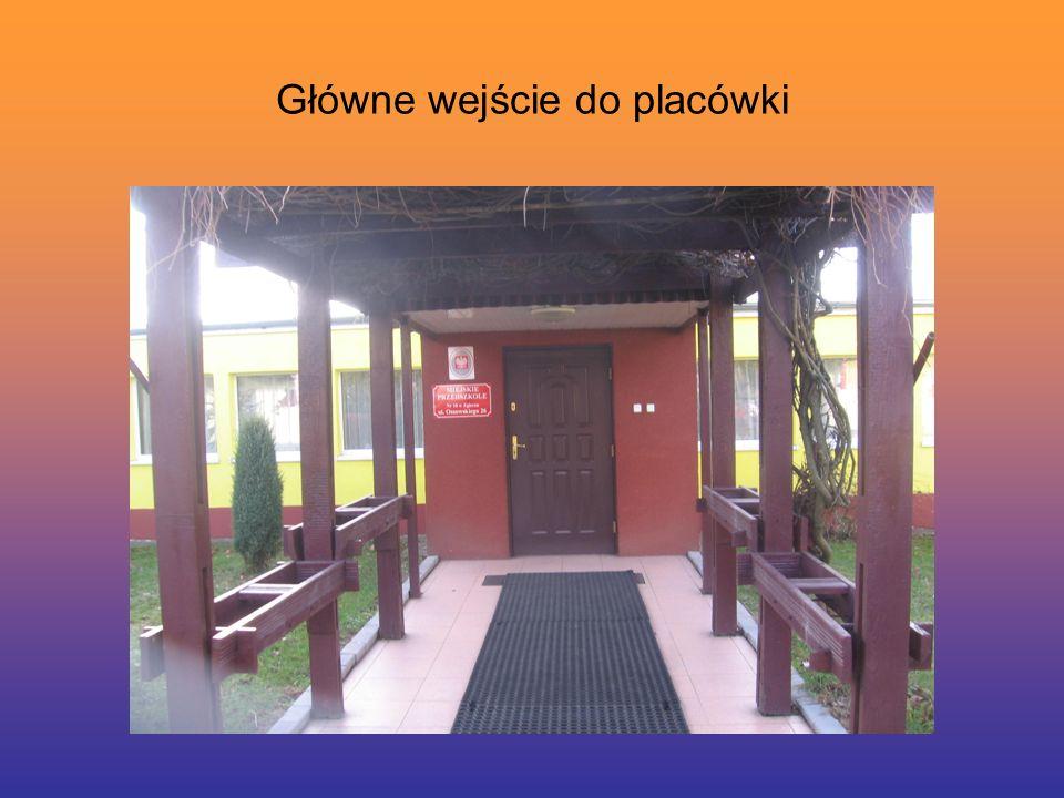 Główne wejście do placówki