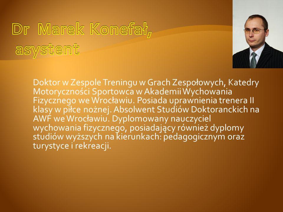 Doktor w Zespole Treningu w Grach Zespołowych, Katedry Motoryczności Sportowca w Akademii Wychowania Fizycznego we Wrocławiu. Posiada uprawnienia tren