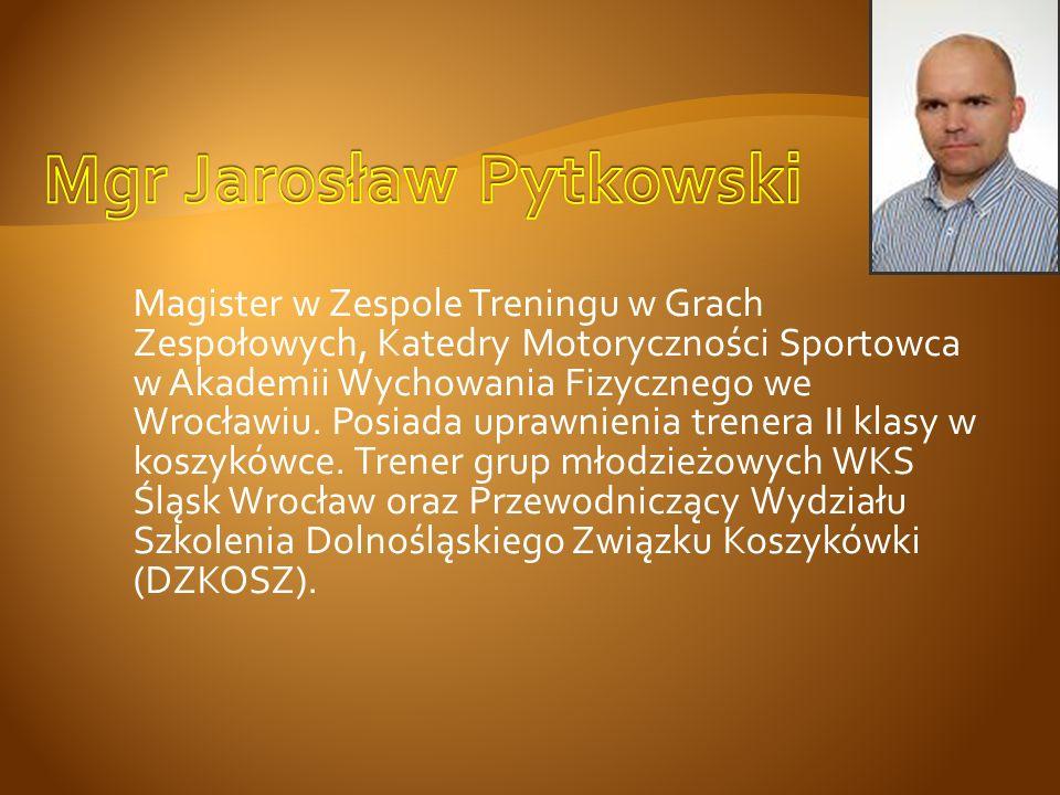 Magister w Zespole Treningu w Grach Zespołowych, Katedry Motoryczności Sportowca w Akademii Wychowania Fizycznego we Wrocławiu. Posiada uprawnienia tr