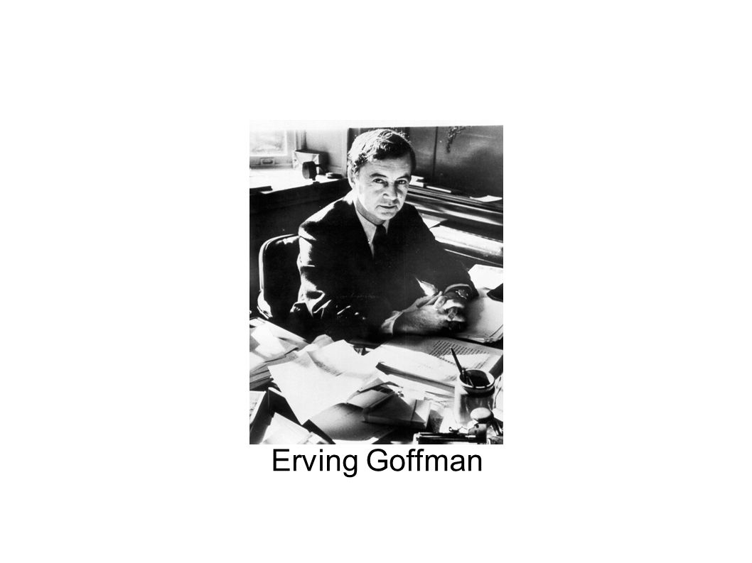 Koncepcja dramaturgiczna Erving Goffman – autor koncepcji dramaturgicznej; –czerpał inspirację z symbolicznego interakcjonizmu; relacje między ludźmi przypominają spektakl, świat jest teatrem; –wiele pojęć socjologicznych nawiązuje do sceny: człowiek=aktor, okreslenie rola społeczna;