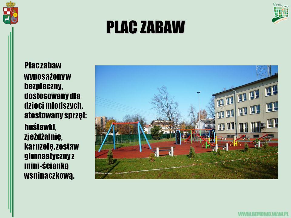 PLAC ZABAW Plac zabaw wyposażony w bezpieczny, dostosowany dla dzieci młodszych, atestowany sprzęt: huśtawki, zjeżdżalnię, karuzelę, zestaw gimnastyczny z mini-ścianką wspinaczkową.