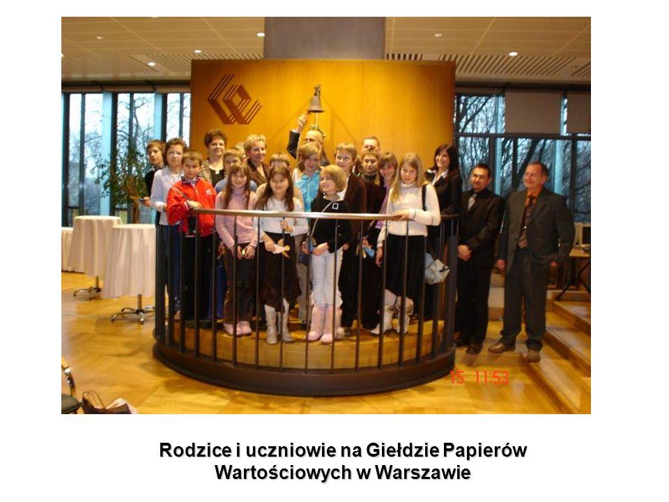 Rodzice i uczniowie na Giełdzie Papierów Wartościowych w Warszawie