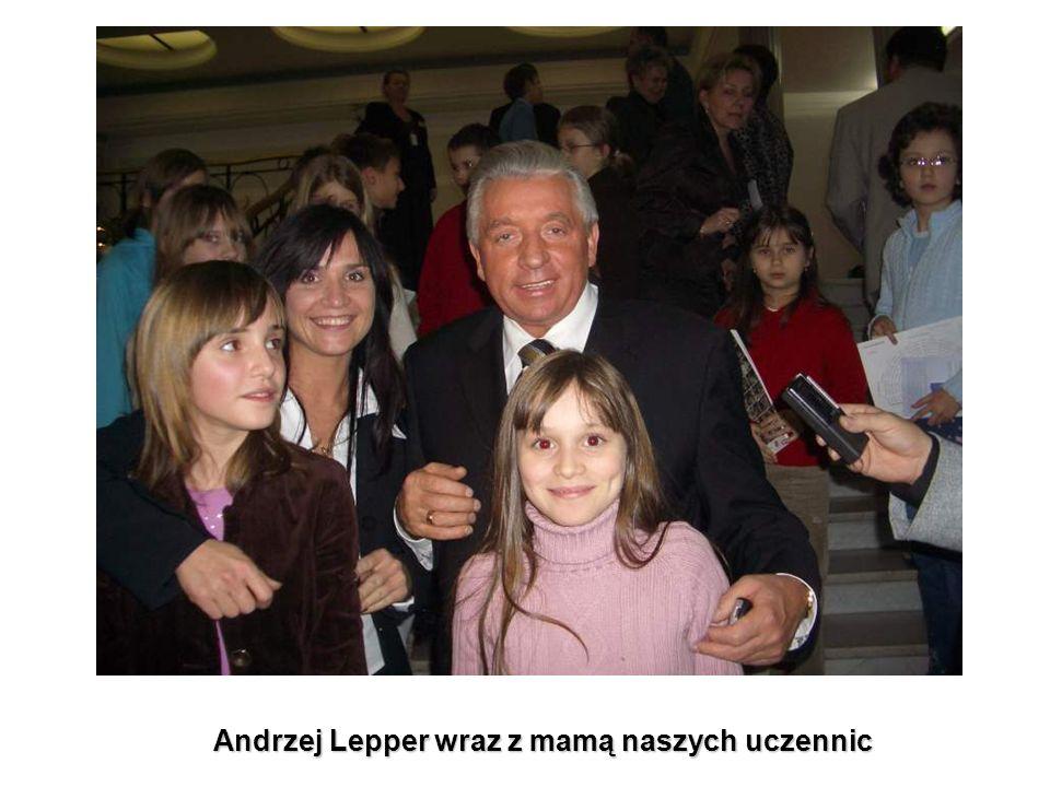 Andrzej Lepper wraz z mamą naszych uczennic