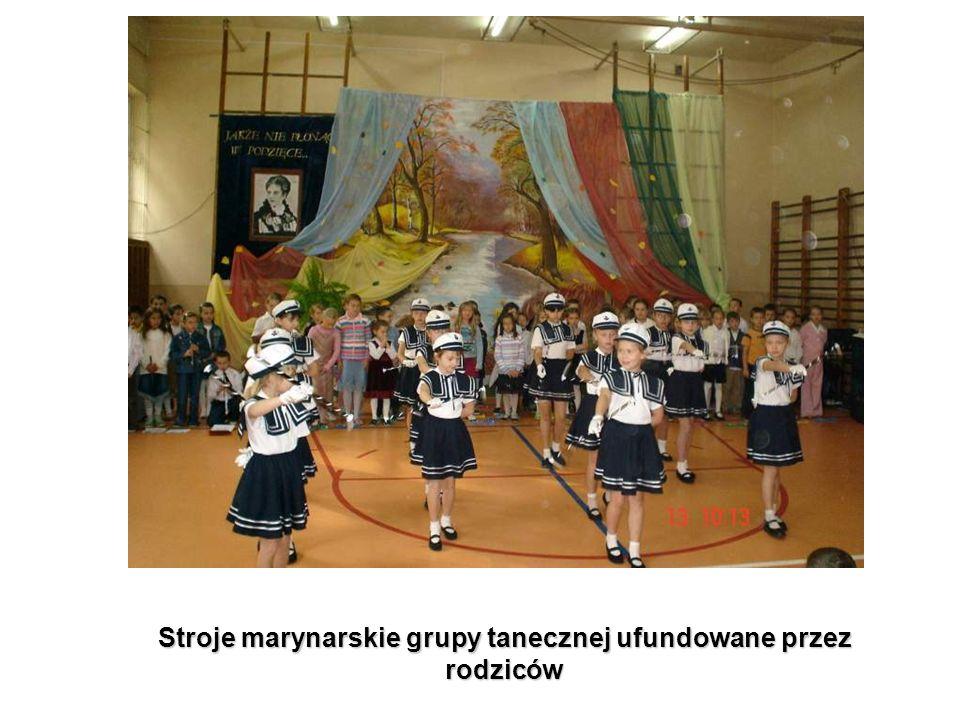 Stroje marynarskie grupy tanecznej ufundowane przez rodziców