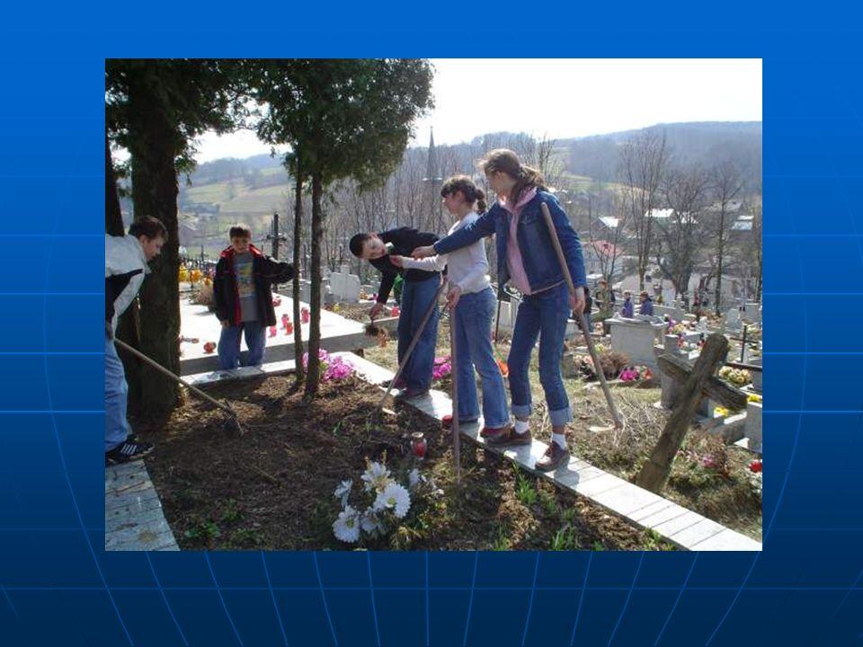 Sprzątanie partyzanckich grobów