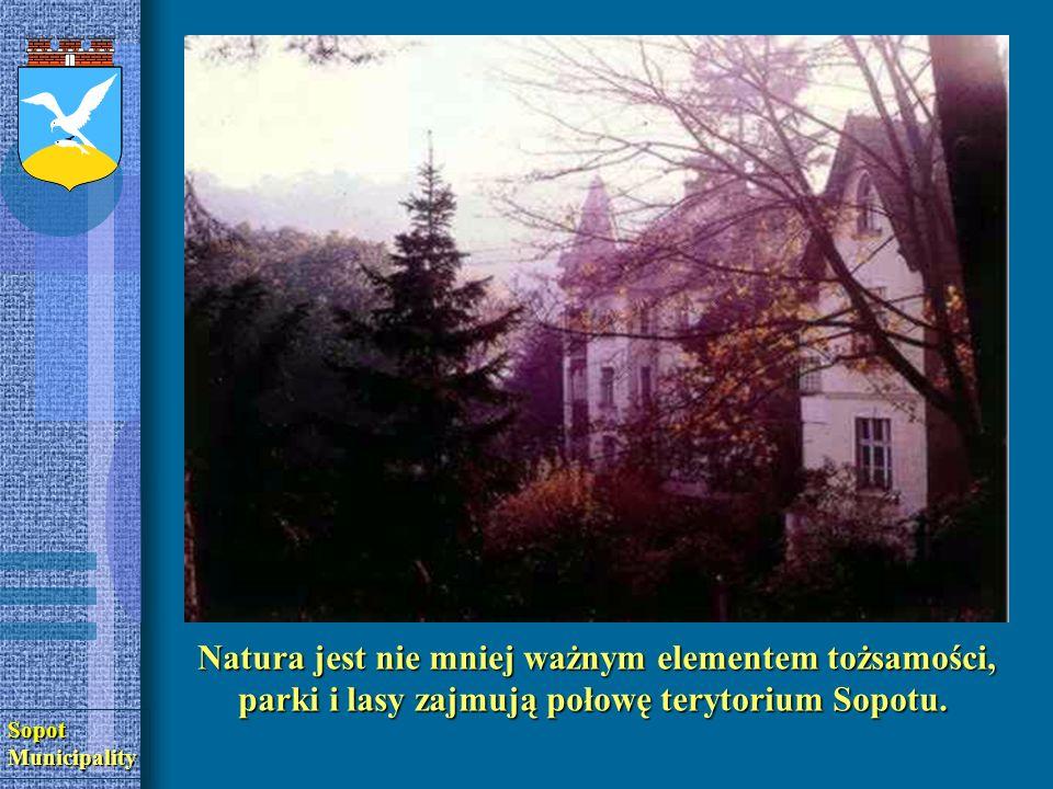 SopotMunicipality Natura jest nie mniej ważnym elementem tożsamości, parki i lasy zajmują połowę terytorium Sopotu.
