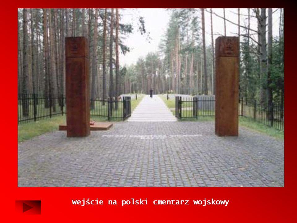 Wejście na polski cmentarz wojskowy